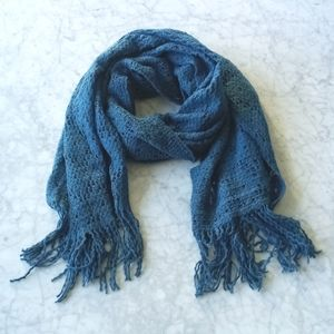 🌼 NWOT cozy scarf in teal blue
